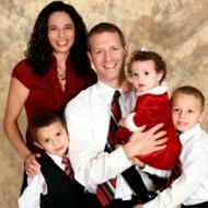 E__web_religionenlibertad.com_html_imagenes_fotosdeldia_13059_becky__con_su_marido_y_sus_tres_hijos__en_2012
